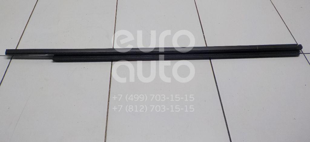 Купить Накладка стекла переднего правого Porsche Cayenne 2010-; (7P0837472C)