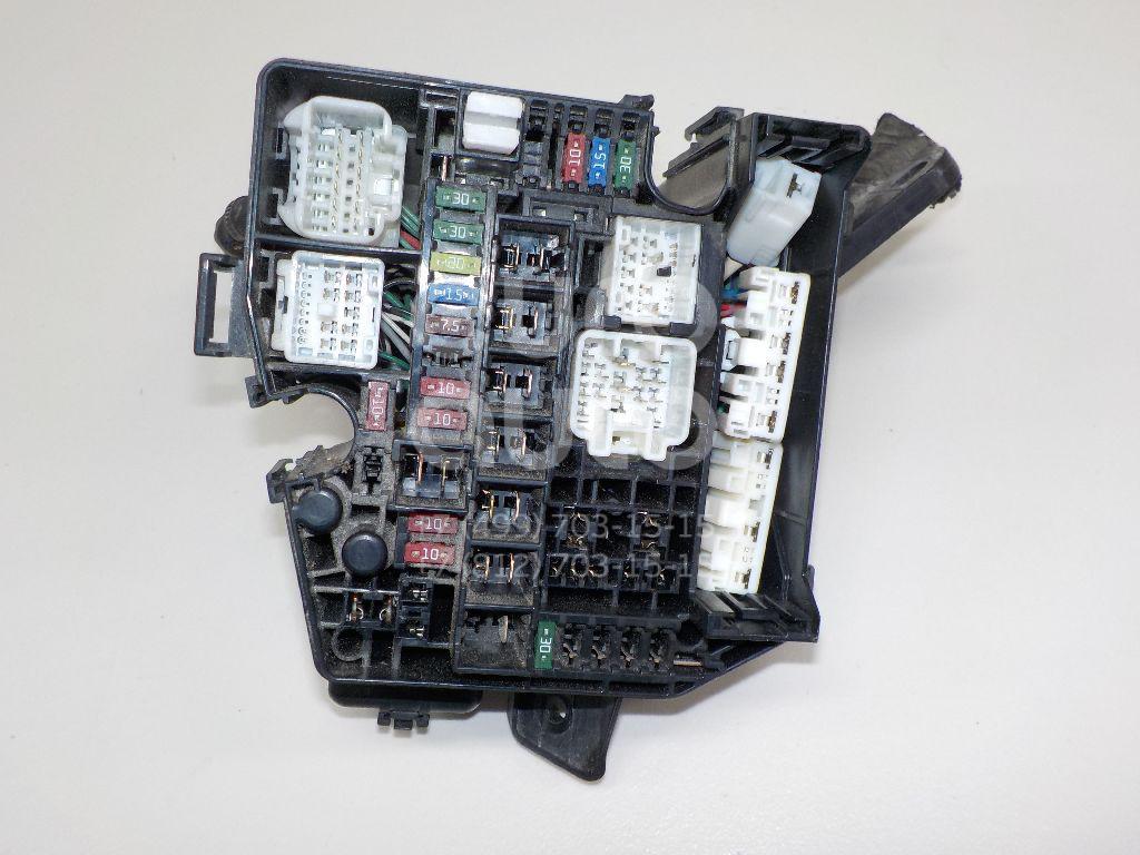 Блок предохранителей Toyota Yaris 2005-2011; (827410D040)