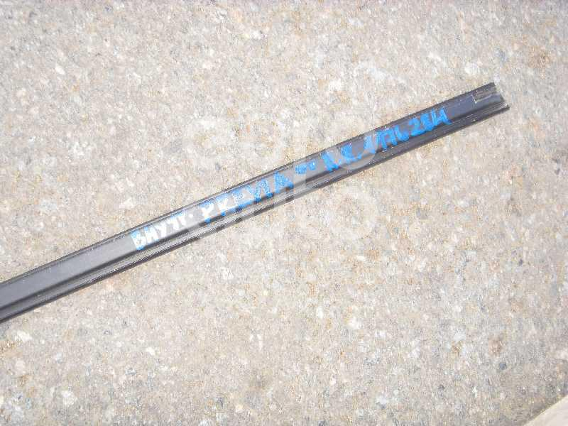 Накладка стекла заднего правого для Toyota Previa 2000> - Фото №1