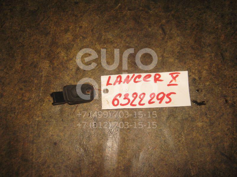 Выключатель концевой для Mitsubishi Lancer (CX,CY) 2007>;Outlander (CU) 2003-2008;L200 (K6,K7) 1996-2006;Lancer (CS/Classic) 2003-2008;Outlander XL (CW) 2006-2012;L200 (KB) 2006-2016;Pajero/Montero Sport (KH) 2008-2015 - Фото №1