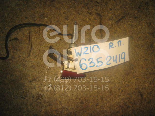 Вставка замка двери прав. для Mercedes Benz W210 E-Klasse 2000-2002 - Фото №1