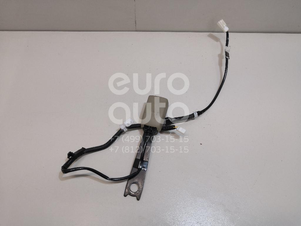 Ответная часть ремня безопасности Toyota Highlander II 2007-2013; (7323048220E0)