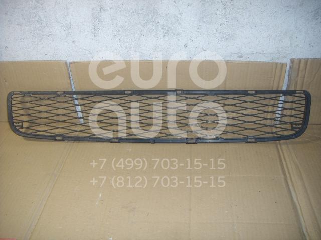 Решетка в бампер центральная для Toyota Yaris 2005-2011 - Фото №1