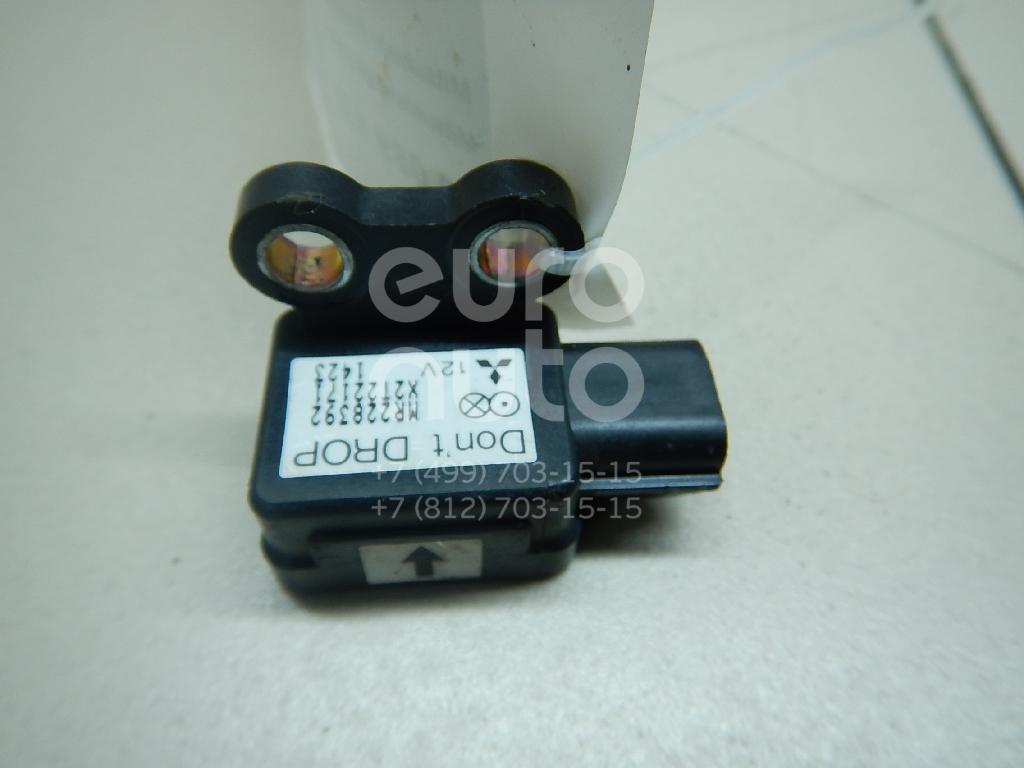 Купить Датчик AIR BAG Mitsubishi Pajero/Montero III (V6, V7) 2000-2006; (MR228392)