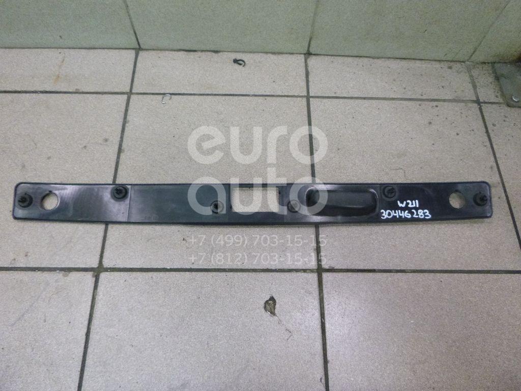 Купить Накладка крышки багажника Mercedes Benz W211 E-Klasse 2002-2009; (2117500193)